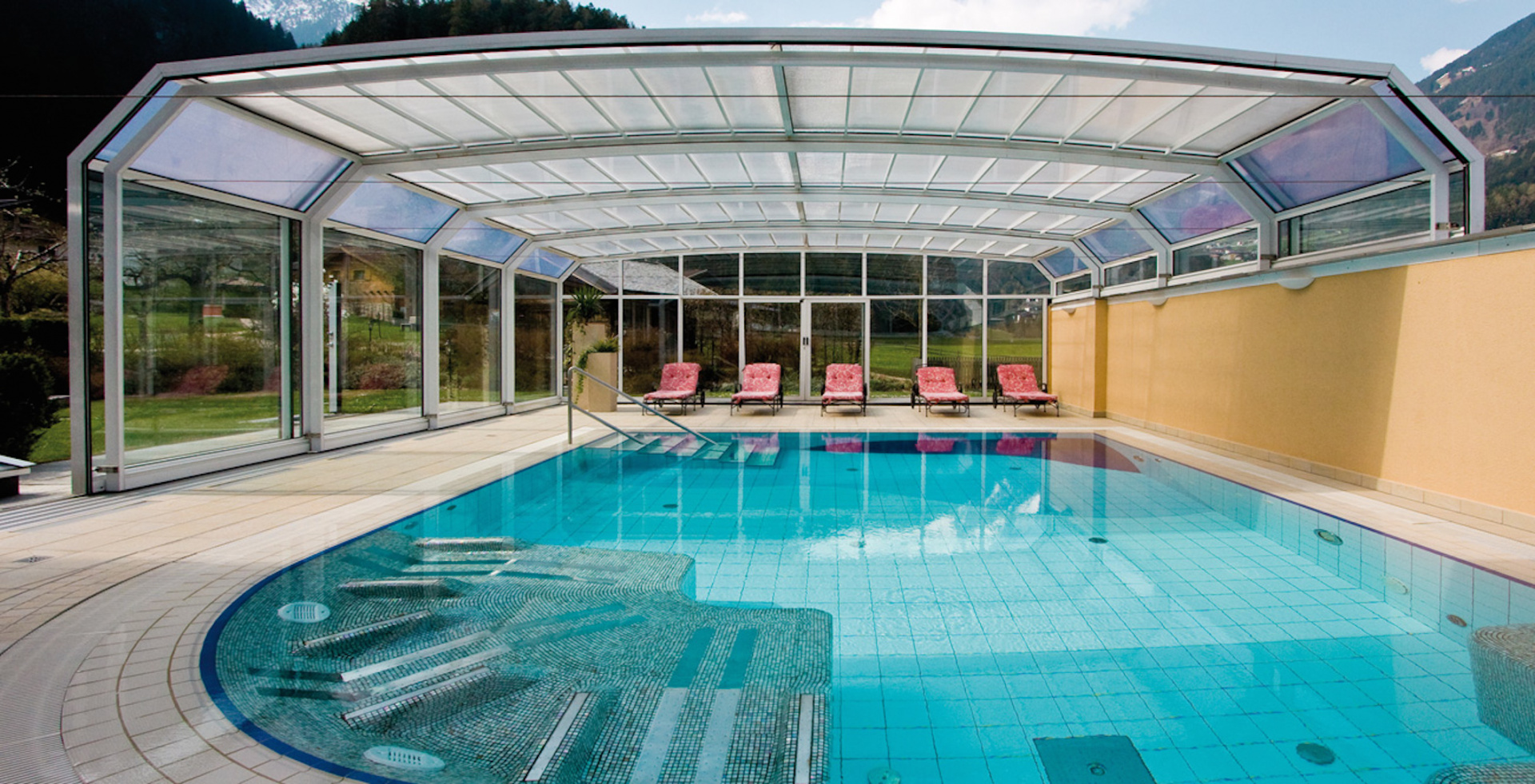 Swimming pool at Gutshof Zillertal Hotel (photo)