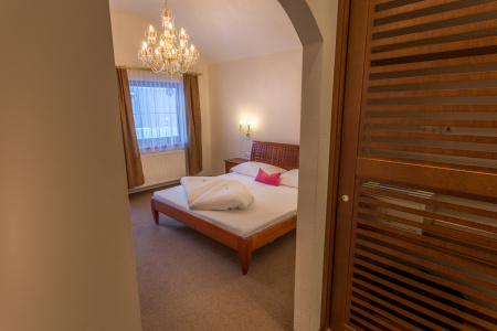 Double Luxury Suite at Gutshof Zillertal Hotel (photo)