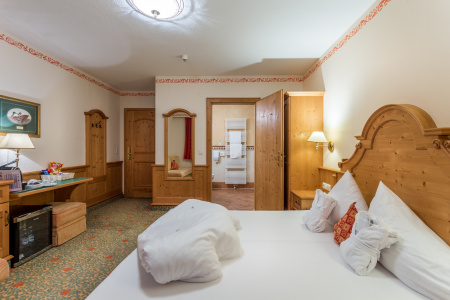 Double room Standard at Gutshof Zillertal, Hotel Mayrhofen (photo)