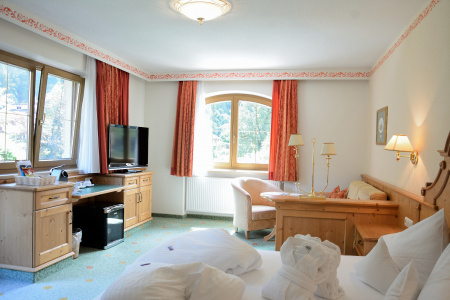 Family Room at Gutshof Zillertal, Hotel Mayrhofen (photo)