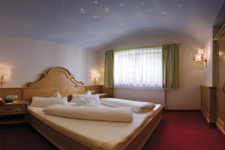 Starlight Suite at Gutshof Zillertal, Hotel Mayrhofen (photo)